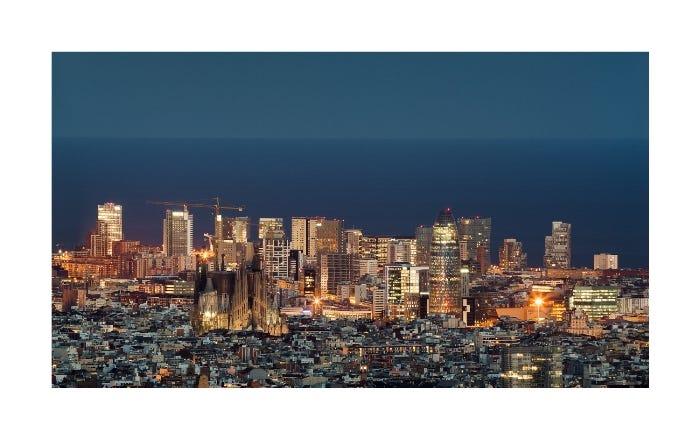 Barcelona vista desde Collserola por Joan Guillamat (Sony A7R – Canon EF 100-400mm f/4.5-5.6L IS USM – f/8 – 30seg. – ISO 100)