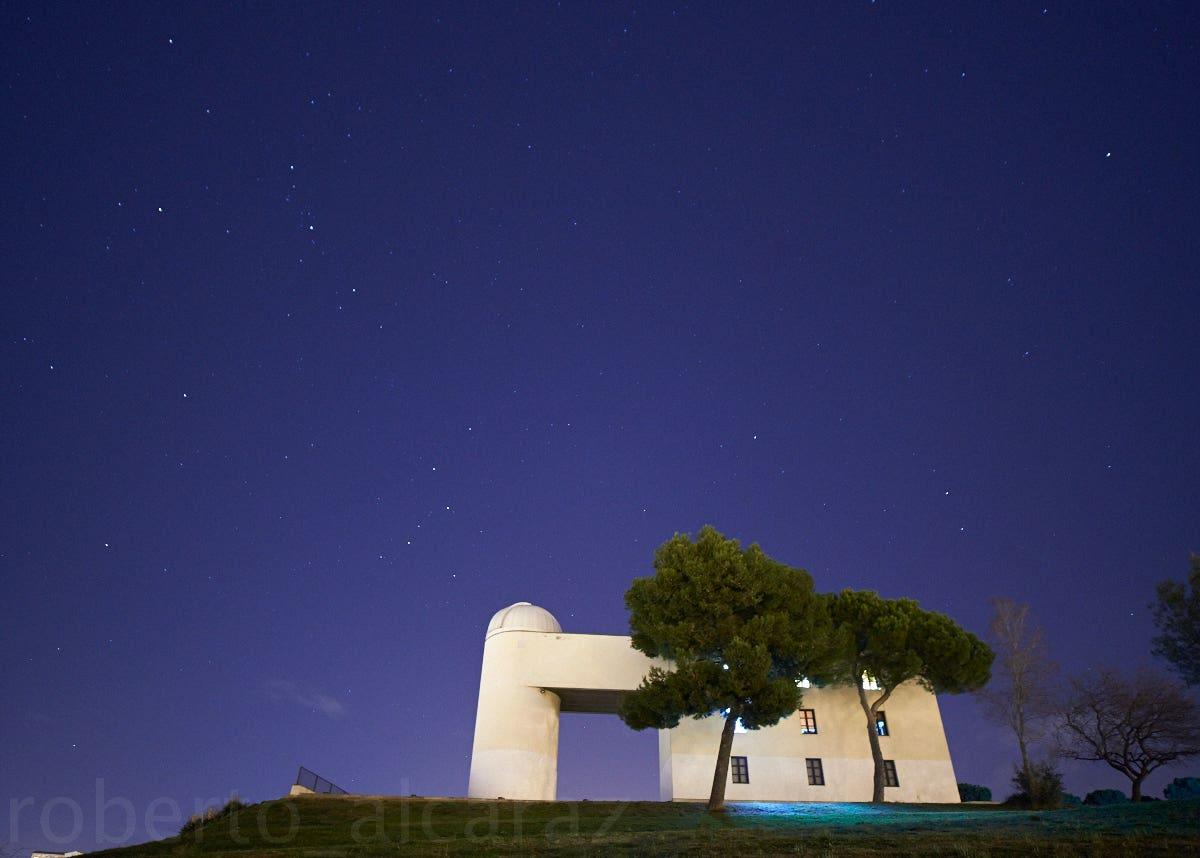 Observatorio de Sabadell con luna nueva