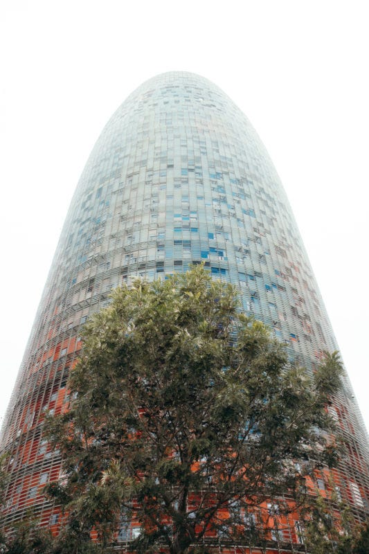 Torre Agbar. (EOS M5 + 15-45mm f3.5-6.3 IS STM)