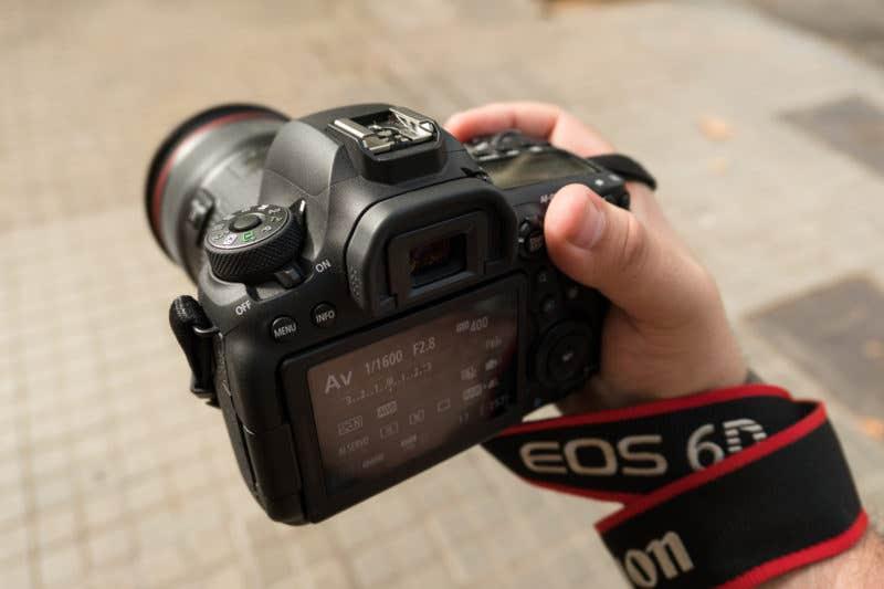 La Canon EOS 6D Mark II, de ergonomía confortable.