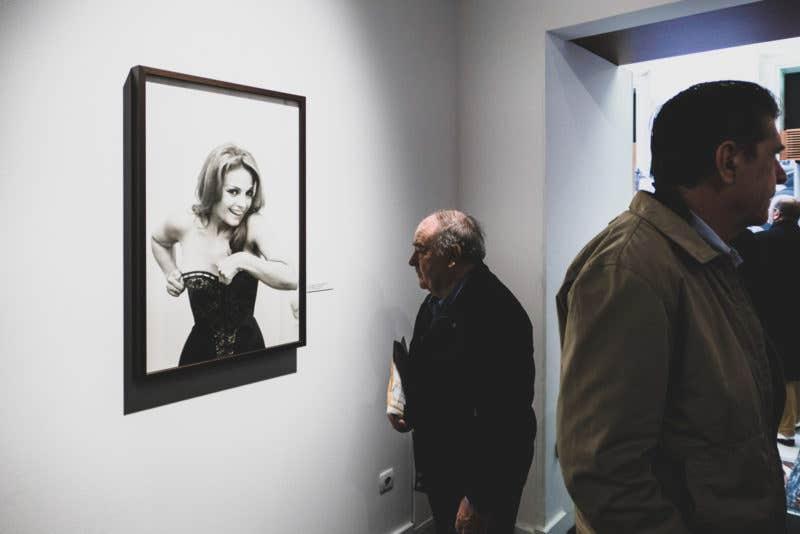 """Retrato de una joven Carmen Sevilla en la expo """"A contracorriente""""."""