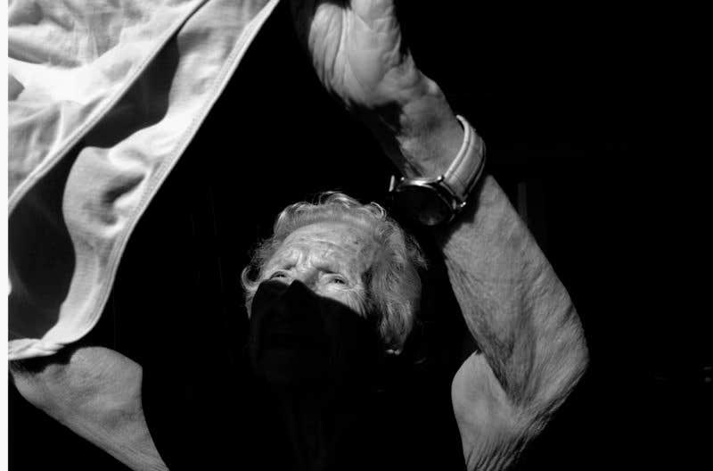 Tendiendo la ropa. © Carlos de Andrés