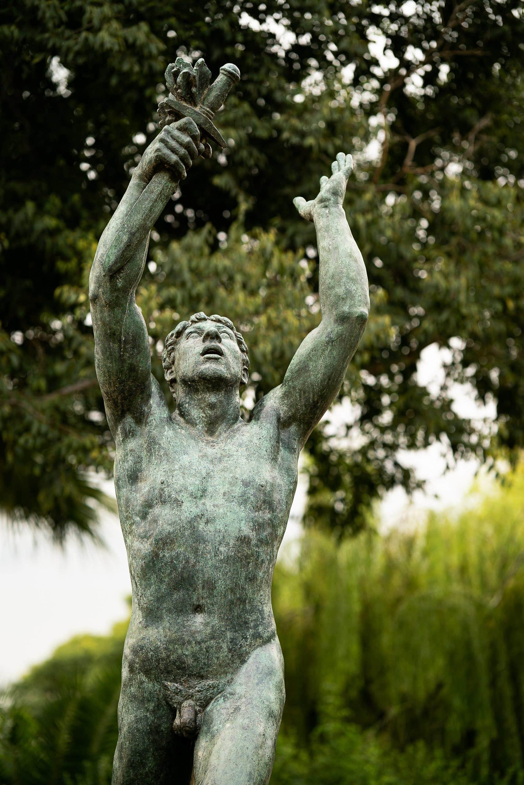 Prueba de nitidez, bokeh y aberraciones cromáticas - Estatua en el parque de la ciutadella