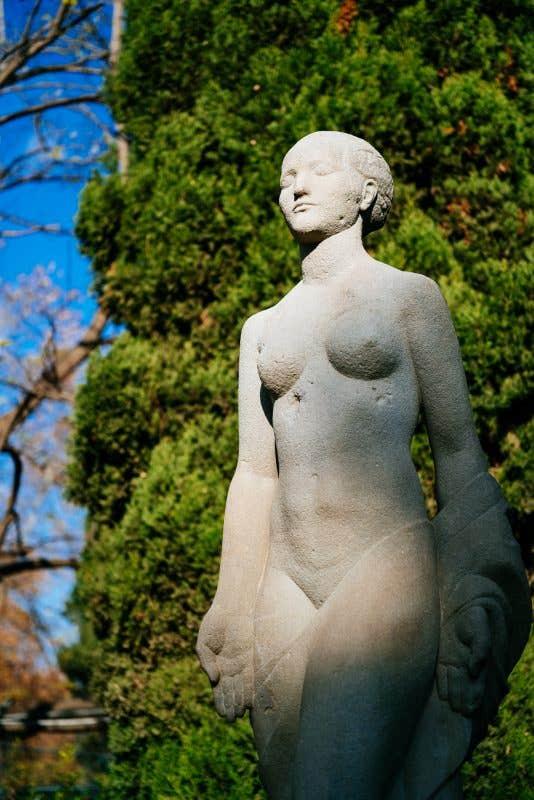 Estatua en el Parc de la Ciutadella - Sigma 65mm f2 DG DN C (f2 - 1/8000 - 200ISO)